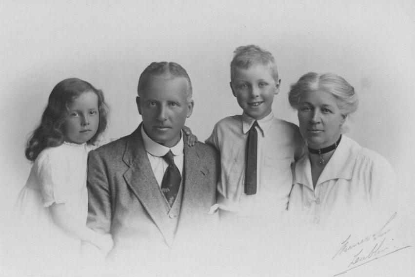 Benjamin Johnston, Fanny Sandes and Family