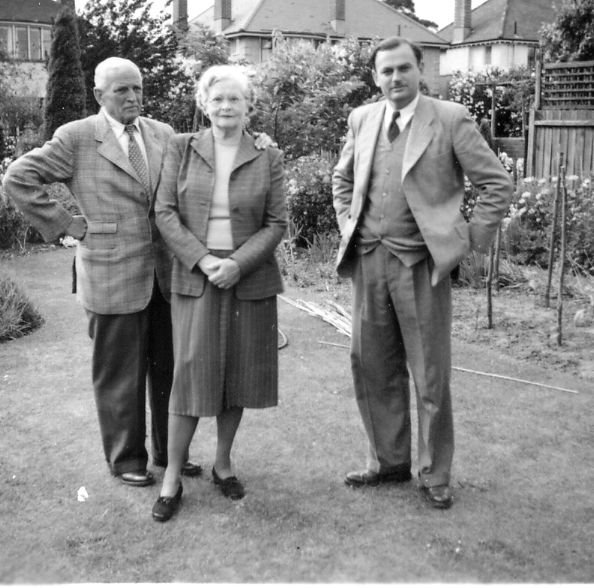Robert Dalrymple Sandes with his wife Ruby Hilda Lamb and son Robert Neville Sandes