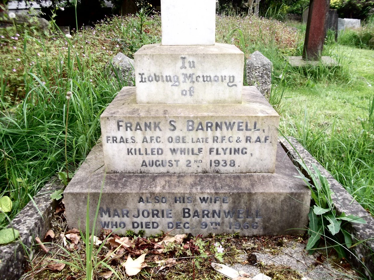 Headstone - Frank S Barnwell, Marjorie Sandes